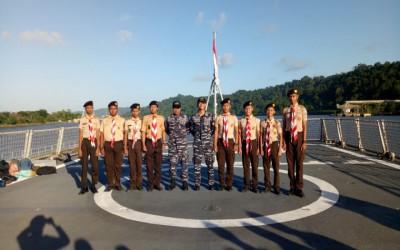 kunjungan kapal KRI Frans Kaisiepo ( FKO—368 ) Oleh Pramuka SMK-SPM Nasional Purwokerto